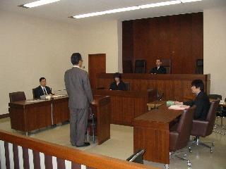 裁判官が,言いたくないことは言わなくても良いなどと被告人に説明し ...